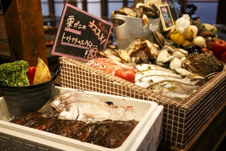 ショーケースには鮮魚が毎日並びます!