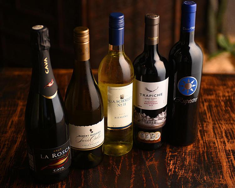 各国の厳選ワインも取り揃えてます。