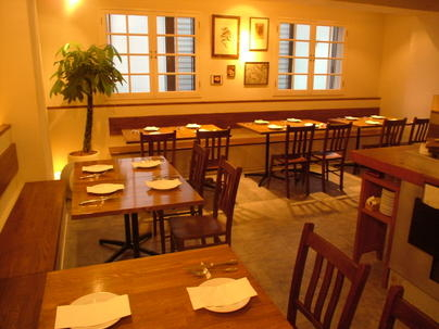 世界各国のワインと大皿イタリア料理のお店