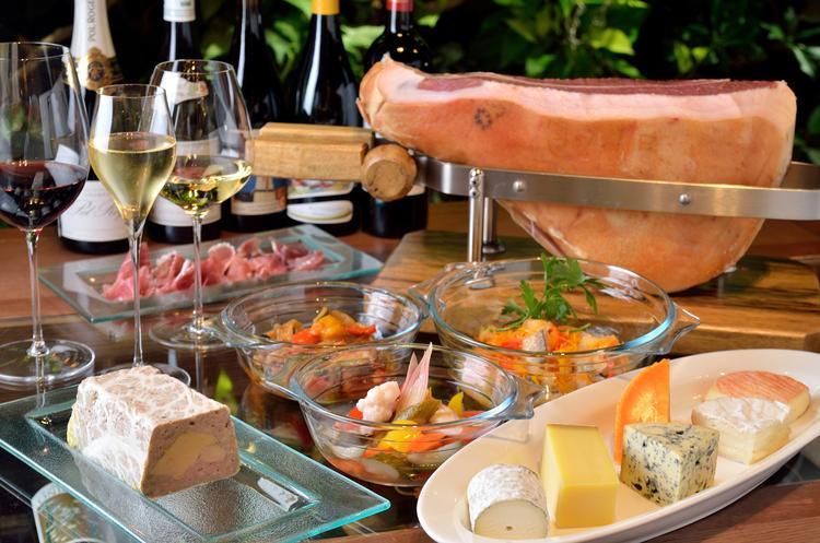 ☆彡洗練されたワインに合う料理も提供☆彡