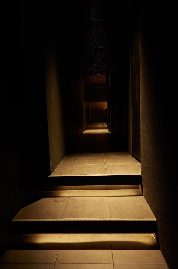 階段を上がり、鉄扉を開けると・・・