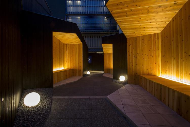 京都のデザイナーが手掛けたアプローチ