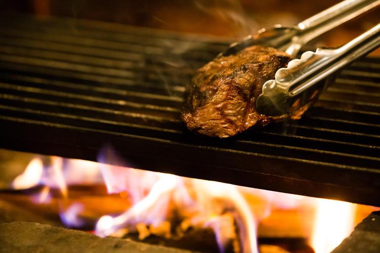 肉肉肉 とにかく美味しくお肉を火入れ