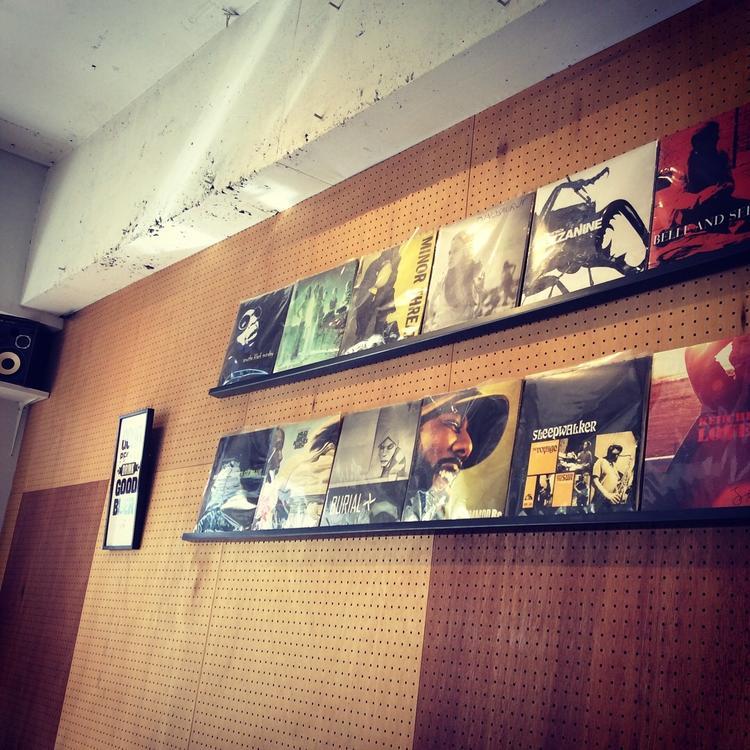レコードの飾られた音楽好きに嬉しい内観