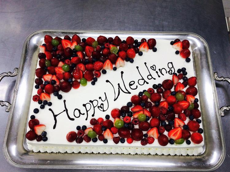 お客様のオーダーによるベリーのケーキ