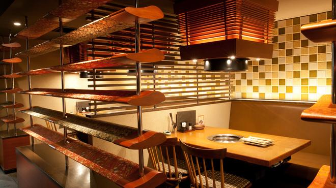 モダンな内装の焼肉 大仙 西院店です