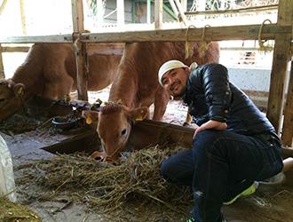 赤身肉を求めて全国の牛舎を回る