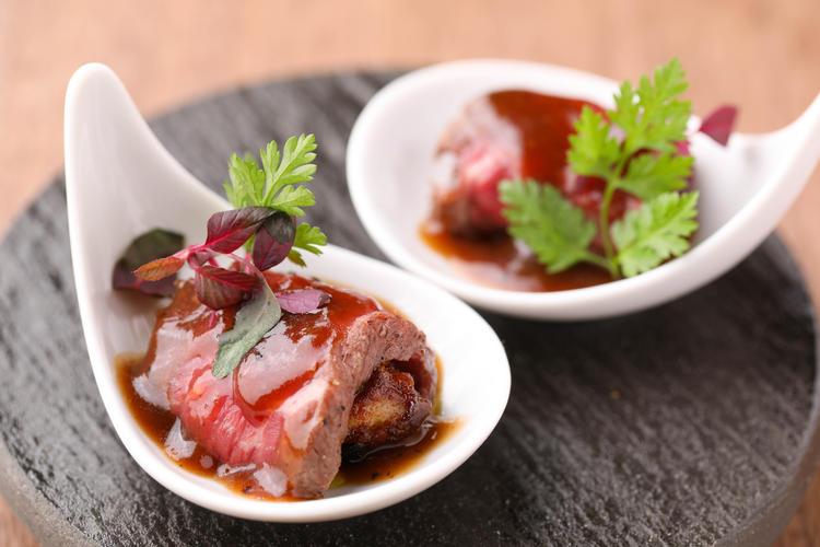和牛を使った創作料理もあり。