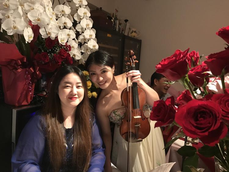 毎週木曜日はバイオリン、ピアノの生演奏