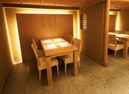 半個室のテーブル席は2室