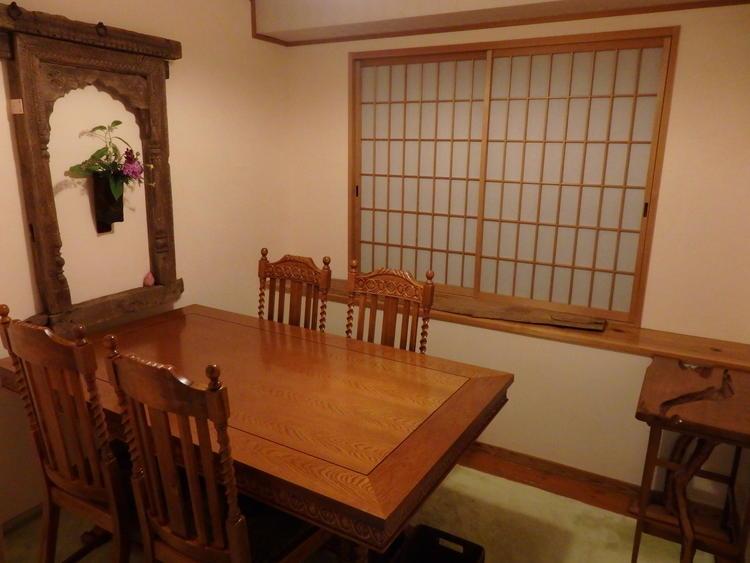 店内の個室で唯一のテーブル席。