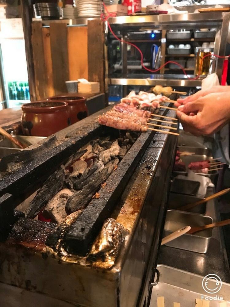 備長炭で焼いた自慢の豚モツ串〜焼とん〜