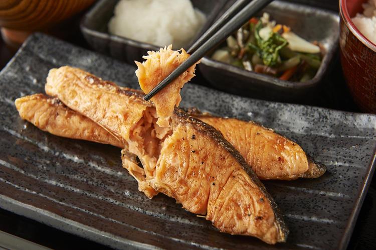数多くのお客様に支持される炭火焼き魚定食