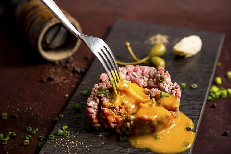 趣向を凝らした肉イタリアン
