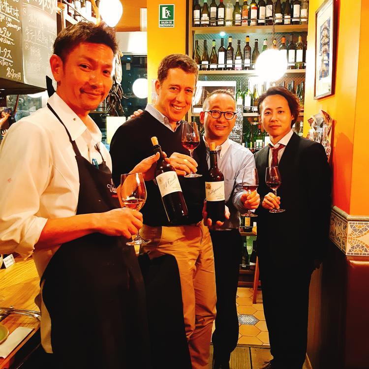 スペインのワイナリーから生産者も来店