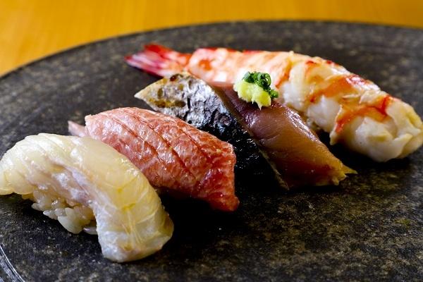 もちろん正統派江戸前寿司も学べます