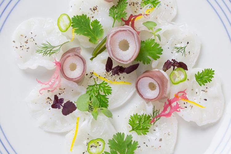 江戸前寿司の他、一品料理も充実