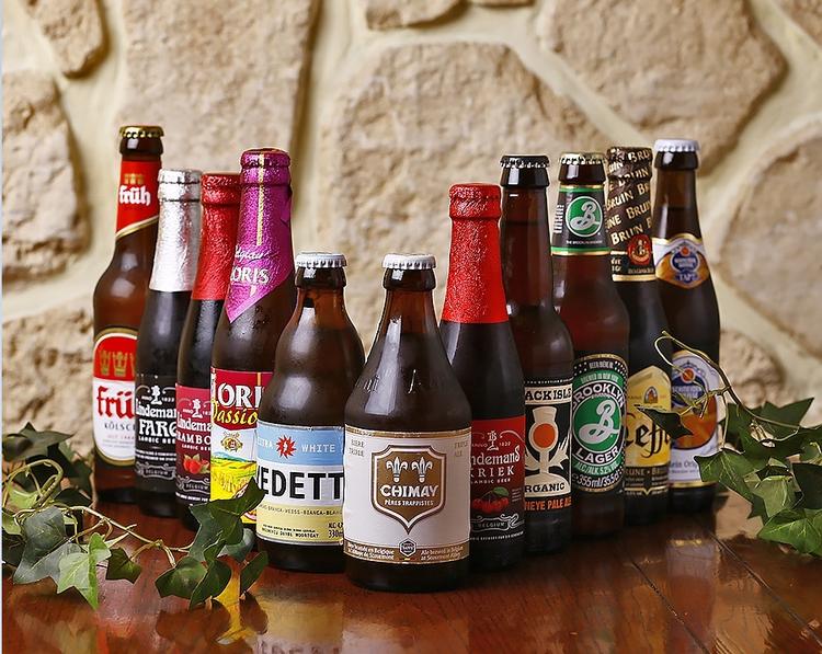 世界のビールが60種。ビール好きの集まる