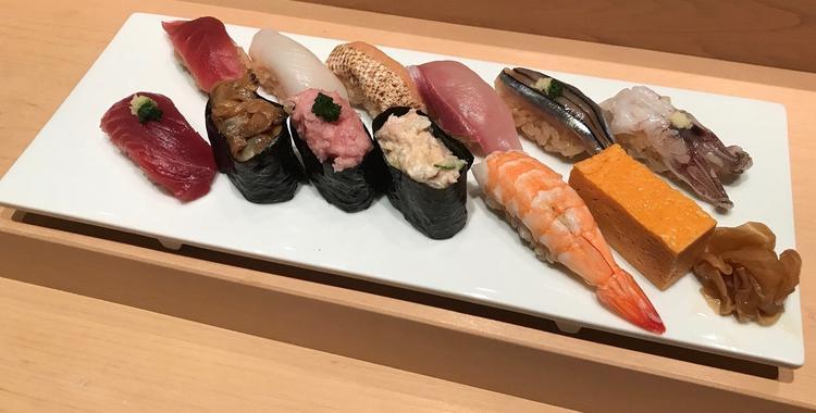 賄いのお寿司なんと赤酢のシャリで12貫!