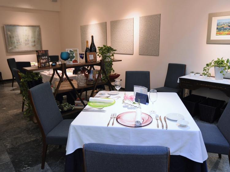 テーブルとテーブルの間は広くゆったり♪