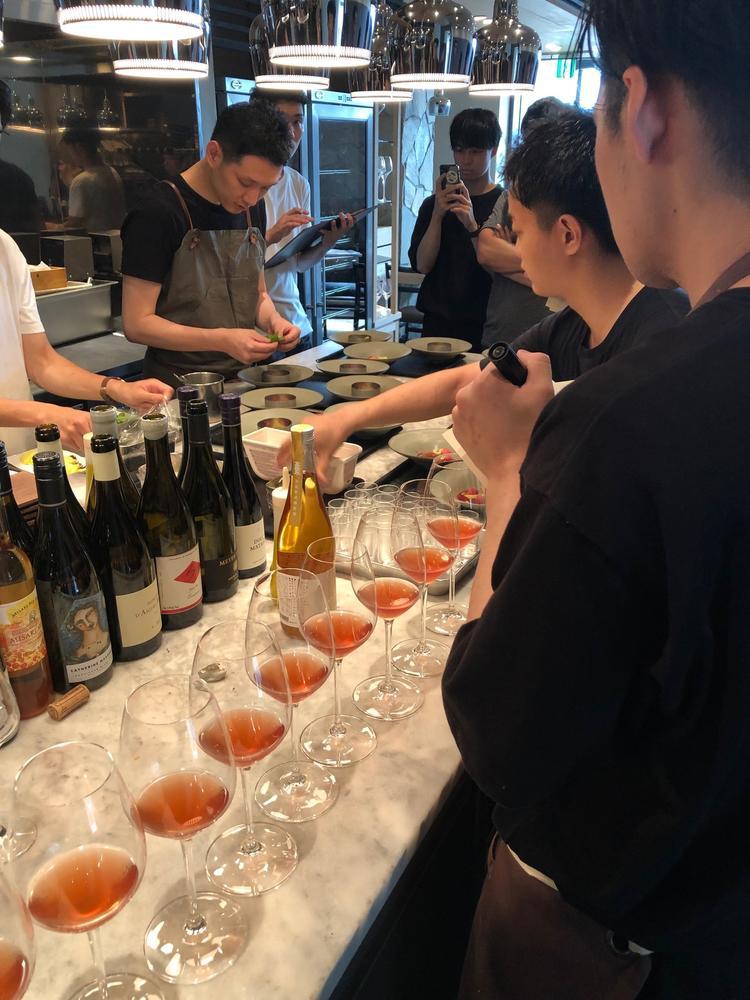 料理とワインのマリアージュも学べます。