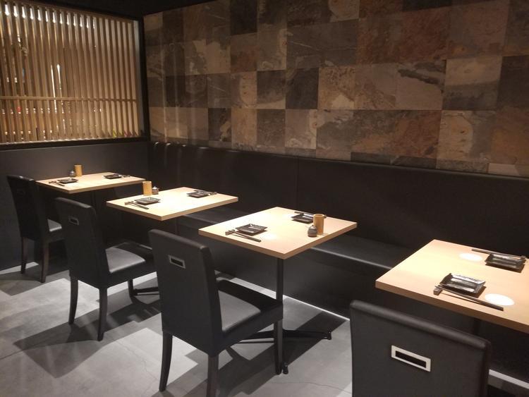 テーブル席(個室6室)