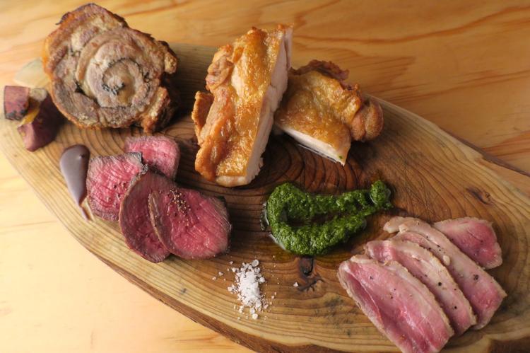 メインのお肉料理1ポンド盛り合わせ