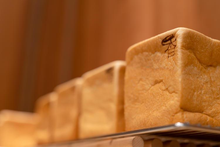 焼き立て生食パンの販売です!