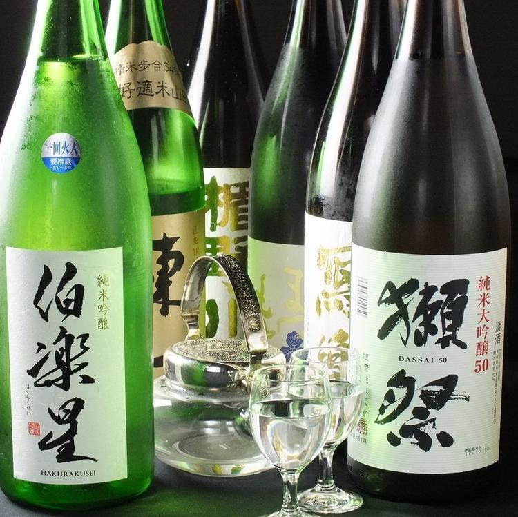 全国の日本酒も30種ご用意しています。