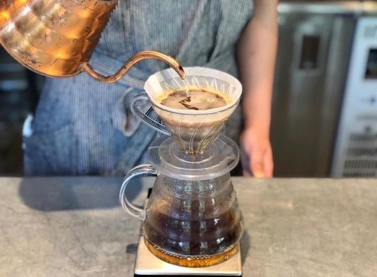 バリスタが丁寧に淹れるコーヒー