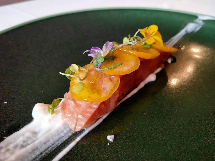 季節の食材を色鮮やかに。