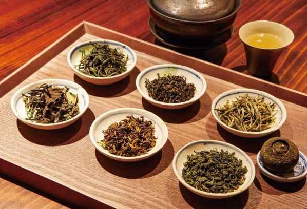 シェフ厳選の中国茶と共に