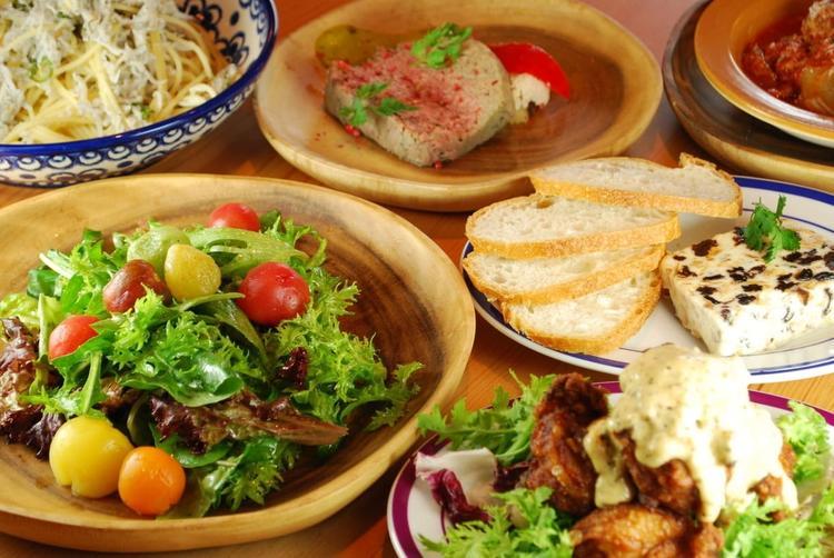 地元の食材を豊富に使った自慢の料理