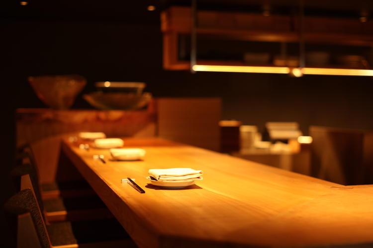 オープンキッチンでお客様と話す機会も多い