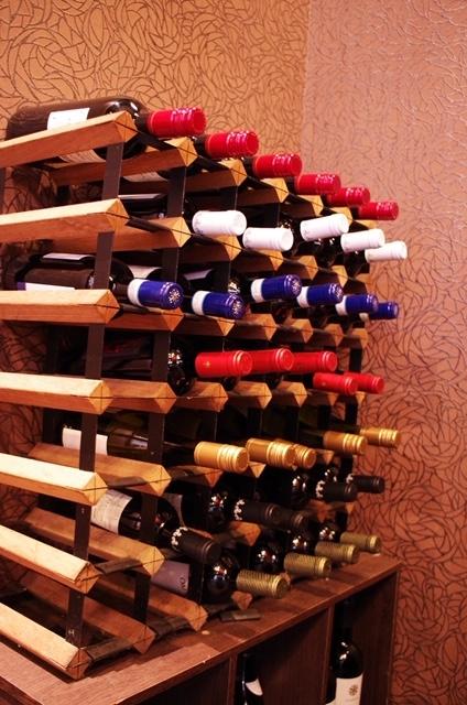 ソムリエ厳選ワインが30種類以上!