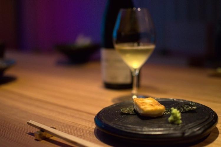 餃子×ワインの新業態