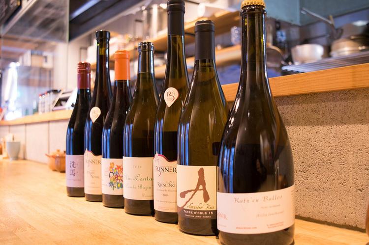 お料理によく合う自然派ワインも人気です☆