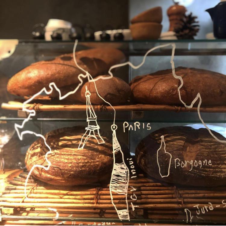 カフェ、ビストロのパンも焼きます!