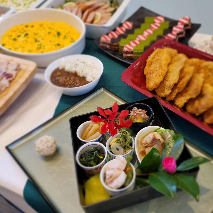 和洋中さまざまな料理をご提供します。