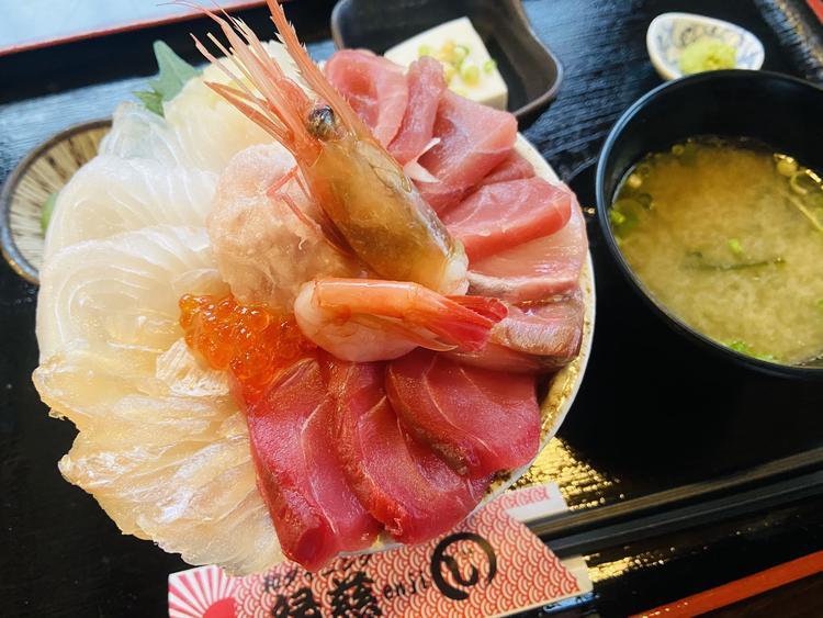 大人気の特選海鮮丼!