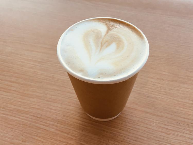 ホットのカフェラテも人気商品です
