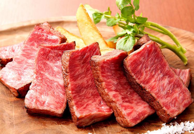 厳選した肉料理をご提供しています。