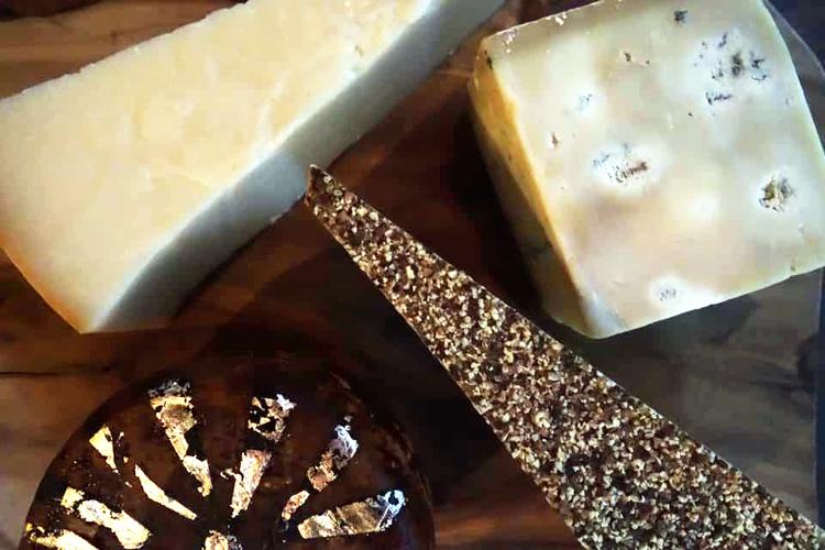 熟成師さんチョイスのチーズ各種