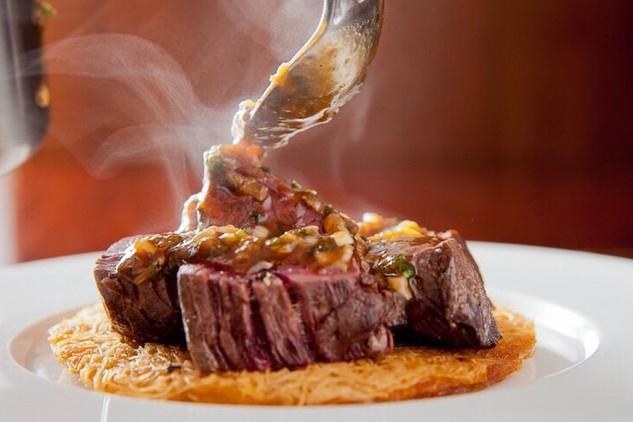 赤ワインのペアリングに牛ハラミのステーキ