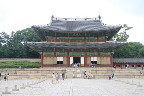 最も美しい景観で知られるのが昌徳宮(チャンドックン)