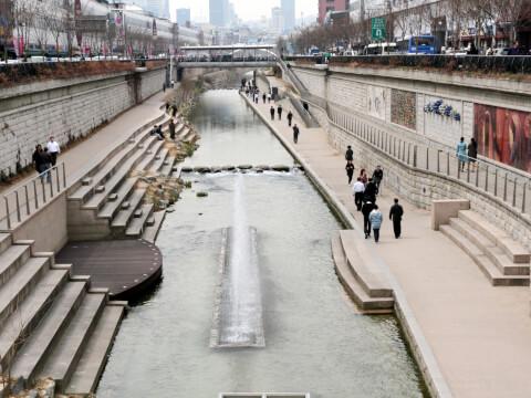 昼間の清渓川:散策道