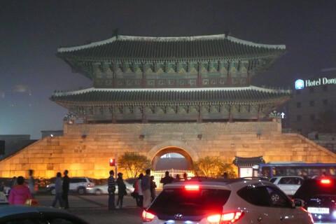 東大門市場の象徴:東大門の夜景
