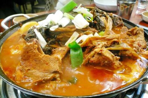 カムジャタン(감자탕):「豚背肉煮込み鍋」です!