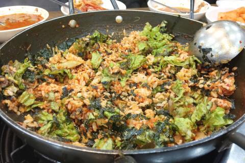 カムジャタン(감자탕)のシメはポックムパッ(炒めご飯)