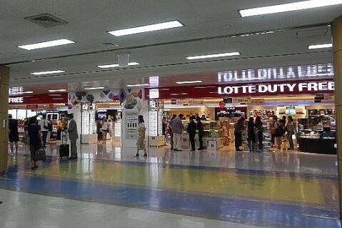 金浦国際空港:出国審査後の免税店